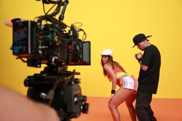Anitta na gravação do clipe com Kevinho — Foto: Ricardo Muniz