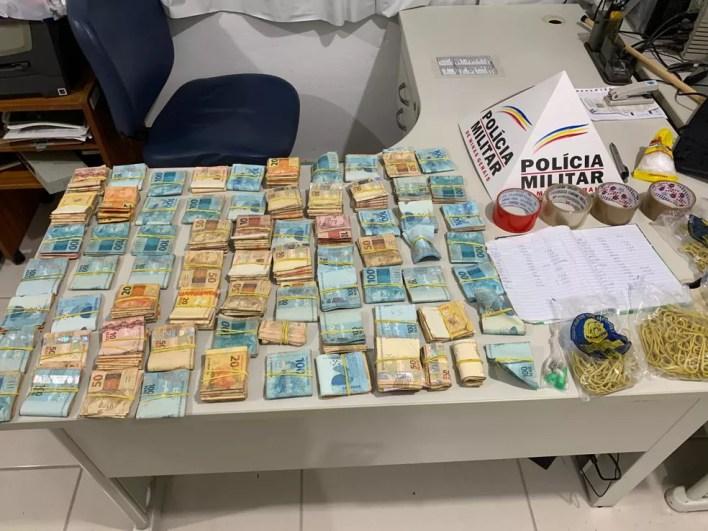 Investigações começaram após serem apreendidos mais de R$ 70 mil oriundos do tráfico de drogas em Teófilo Otoni — Foto: Polícia Militar/Divulgação