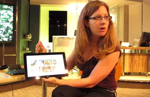 Robin Goldstein, engenheira da Microsoft Corporation, destaca criação de senha com gestos e fotos do Windows 8 (Foto: Daniela Braun/G1)