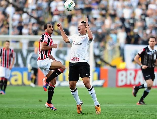Lucas e Ralf, Corinthians x São Paulo (Foto: Marcos Ribolli / Globoesporte.com)
