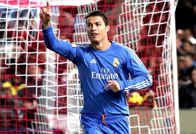 Cristiano Ronaldo Real Madrid e Almeria (Foto: Agência EFE)