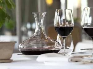 Vinho servido no restaurante do spa (Foto: Divulgação/Caudalie)