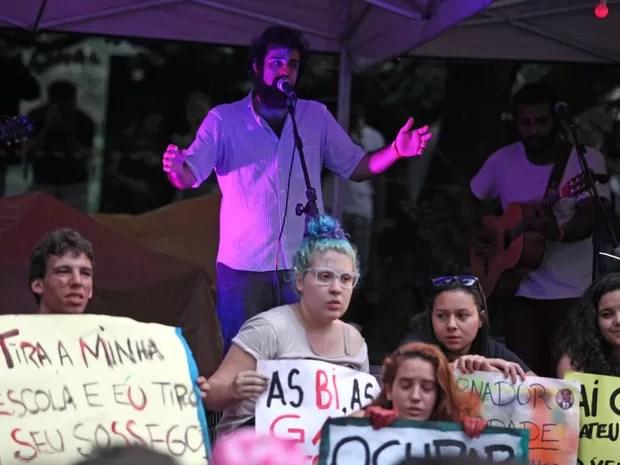 Vitrola Sintética em apresentação na Virada Ocupação (Foto: Fabio Tito/G1)