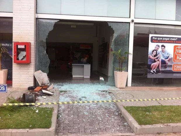 Cliente quebrou loja da Nextel após ter cancelamento do plano negado (Foto: Enviado pelo Whatsapp)