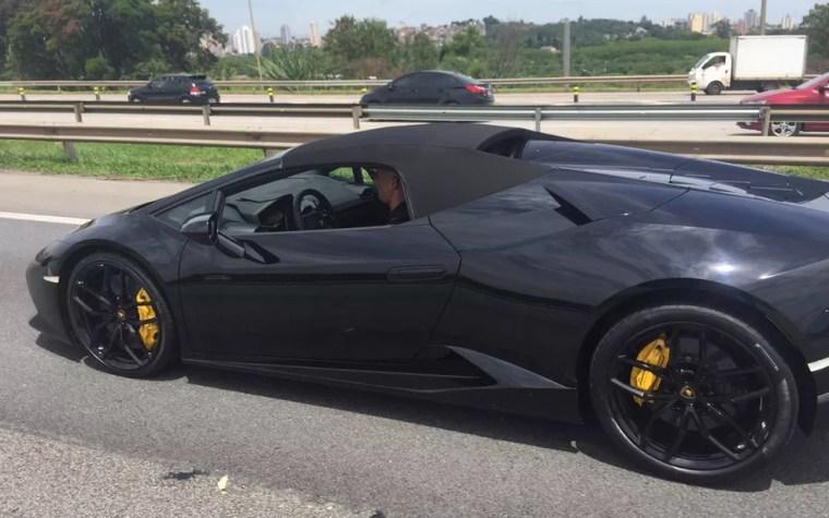 Lamborghini apreendida em operação do Deic — Foto: Abraão Cruz/TV Globo