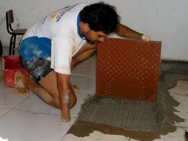 Às vezes, Daniel também trabalha como pedreiro (Foto: Daniel Auer Dias/arquivo pessoal)