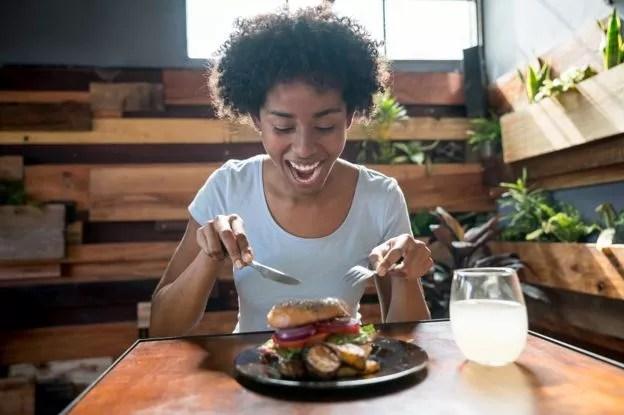 Pratos com descrições mais elaboradas tendem a parecer mais apetitosos (Foto: Getty Images)