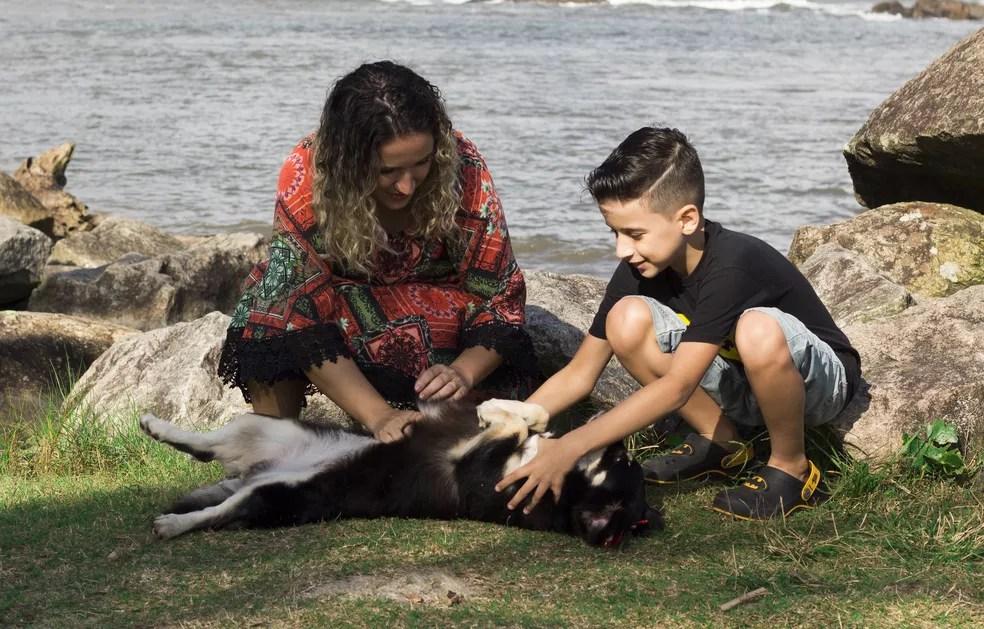 Para Denise, mãe de Yuri, Mandy foi um 'divisor de águas' na vida deles (Foto: Maiara Leonelli/PMI)