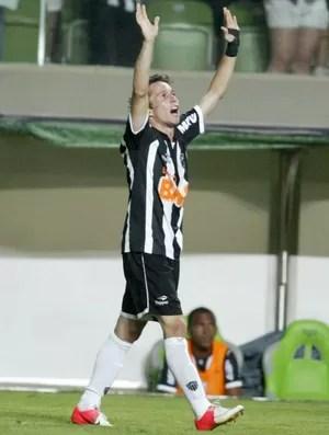 Bernard gol Atlético-MG (Foto: Paulo Fonseca / Ag. Estado)