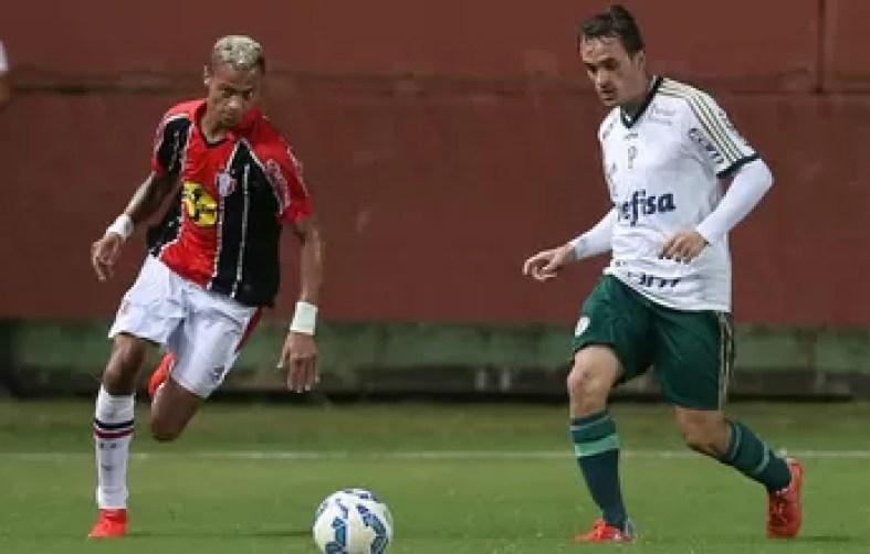 Ceará acerta a contratação do atacante William Henrique, ex-Vitória