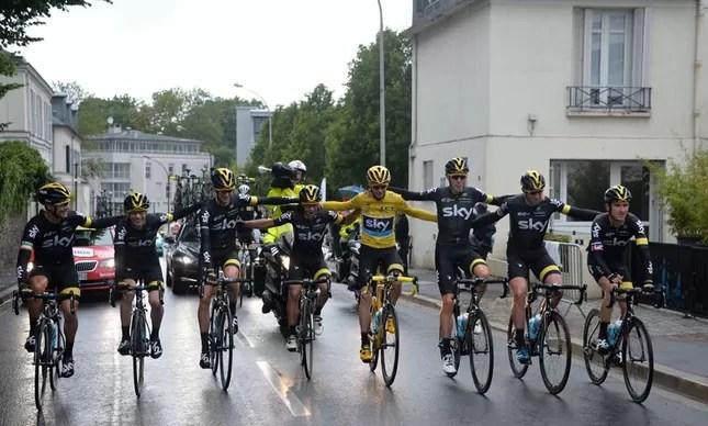 Froome é bicampeão do Tour de France