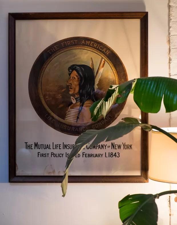 O desenho de um índio americano é uma referência a essa cultura, muito presente na criação dele. (Foto: Lufe Gomes/Life by Lufe)