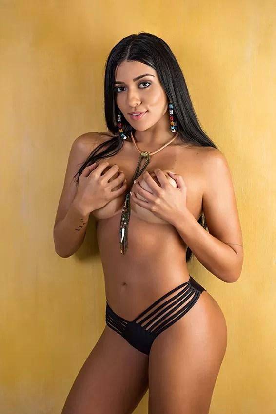 Índia Fitness é a capa da Playboy (Foto: Marco De Bari / Playboy )