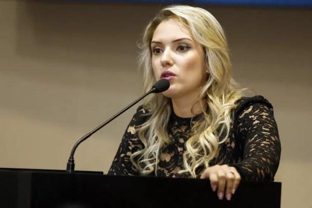 Deputada Janaína Riva (PMDB) deve receber R$ 7 mil após ofensas de ex-secretária (Foto: JLSiqueira/ALMT)