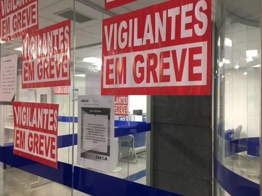 Agência da Caixa fechada no Setor Comercial Sul (Foto: Luiza Garonce/G1)