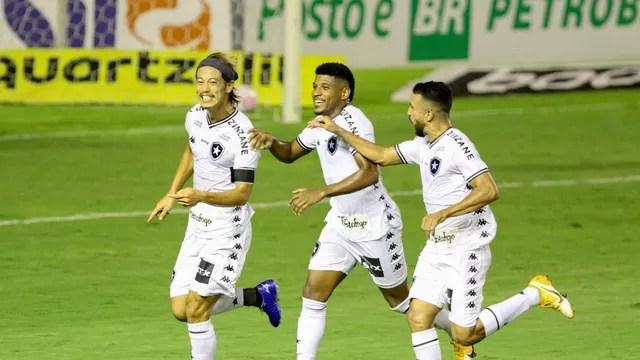 Honda e Caio Alexandre marcaram os gols do Botafogo