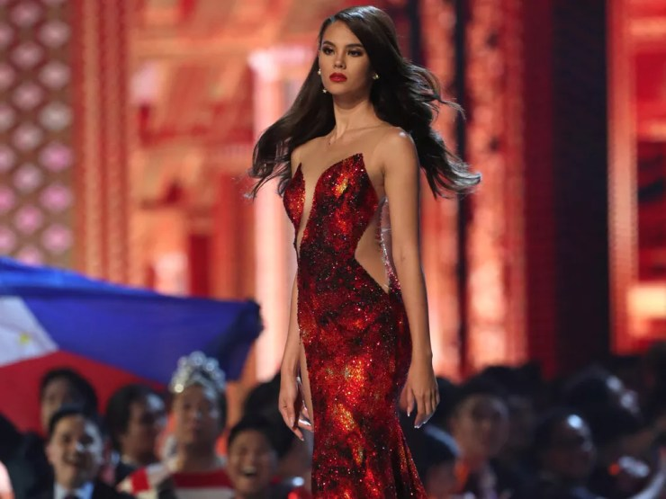 Catriona Gray durante desfile final do Miss Universo — Foto: Athit Perawongmetha/Reuters