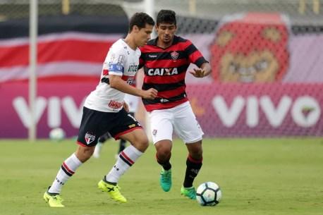 Hernanes passou ileso e está livre para o clássico de domingo, contra o Corinthians, no Morumbi (Foto: Futura Press)