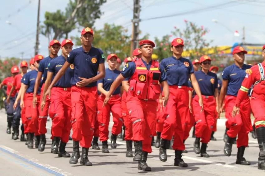 Corpo de Bombeiros de Pernambuco participa do desfile cívico-militar de 7 de Setembro, na Zona Sul do Recife (Foto: Marlon Costa/Pernambuco Press)