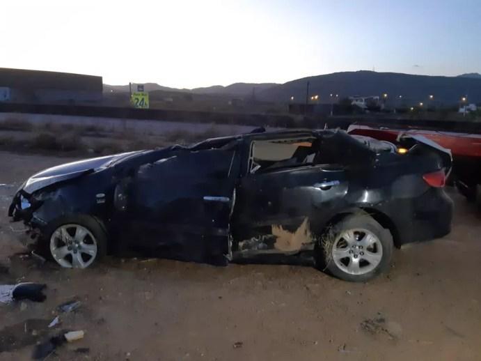 Carro após acidente em Bezerros — Foto: Polícia Rodoviária Federal/Divulgação