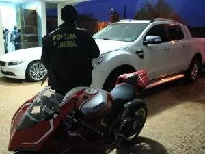 Policiais apreenderam vários veículos de luxo durante a operação  (Foto: Divulgação / PF)