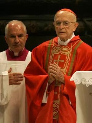 Dom Eugênio participa de missa no Vaticano em 2005. (Foto: Arquivo/AP)