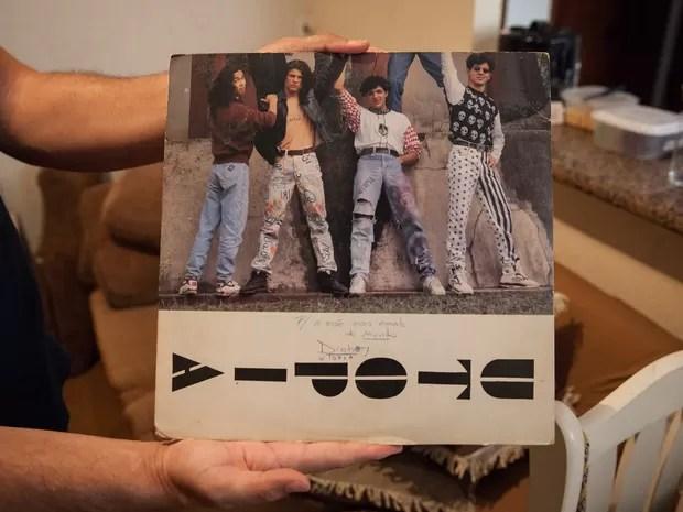 Capa do disco Utopia com dedicatória de Dinho (Foto: Fábio Tito/G1)
