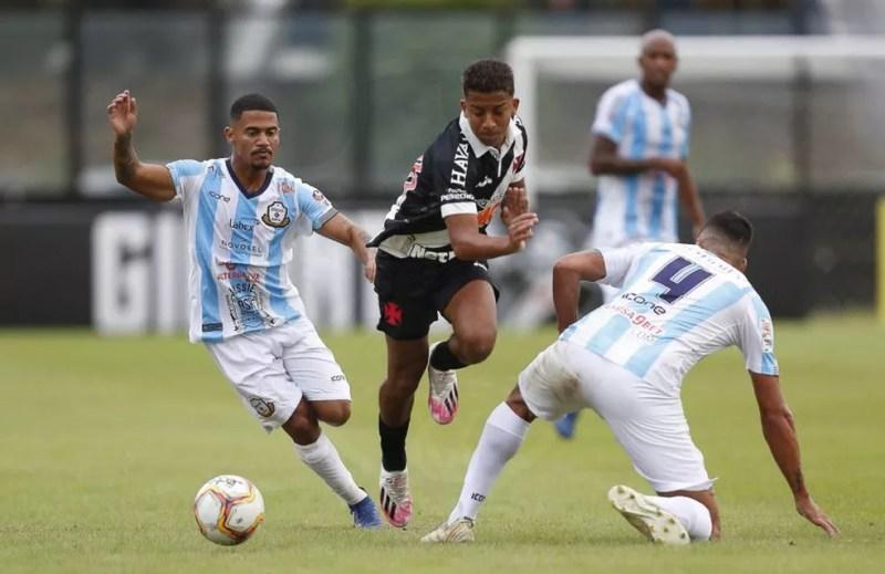Após lesões e infecção de Covid que o deixaram afastado do time, Vinicius espera ter sequência como titular — Foto: Rafael Ribeiro / Vasco