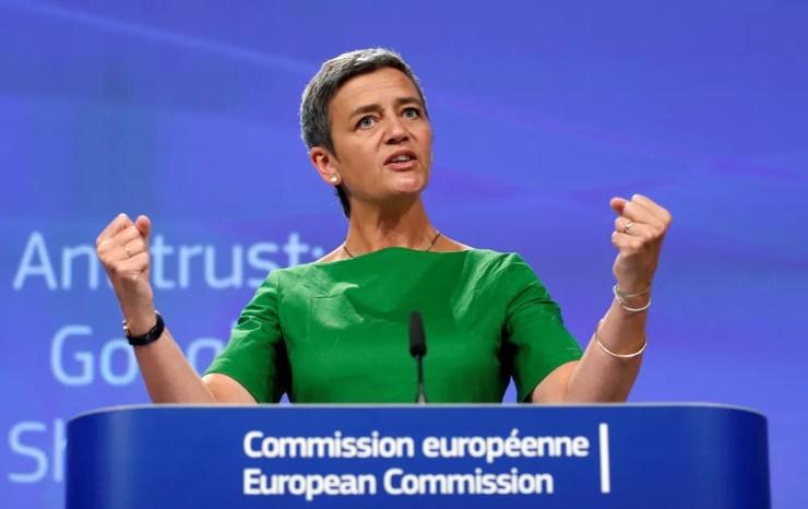 Margrette Vestager, a comissária da União Europeia para concorrência, durante anúncio de multa de € 2,4 bilhões. (Foto: Francois Lenoir / Reuters)