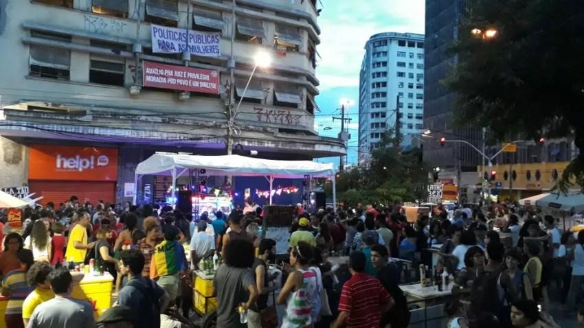 De acordo com a CUT, ato no Recife reuniu cerca de mil pessoas  (Foto: Marina Meireles/G1)