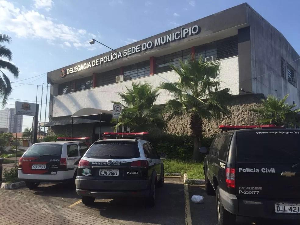 Caso foi registrado na Delegacia Sede de Praia Grande, SP. (Foto: Andressa Barboza/G1)