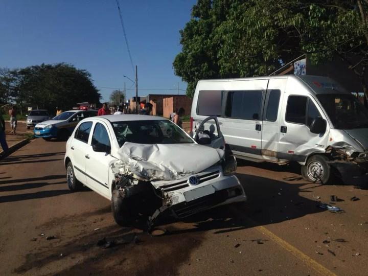Carro e moto envolvidos em acidente na manhã deste domingo (23), no jardim Canguru — Foto: Osvaldo Nóbrega/TV Morena