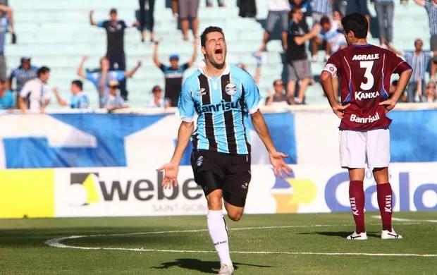 Miralles comemora gol pelo Grêmio (Foto: Lucas Uebel/Divulgação/Grêmio)