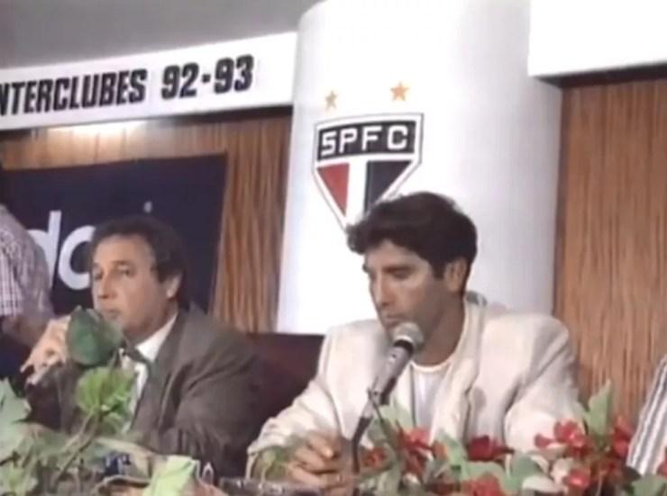 Renato Gaúcho durante a entrevista coletiva ao lado do então presidente Fernando Casal de Rey — Foto: Reprodução TV Globo