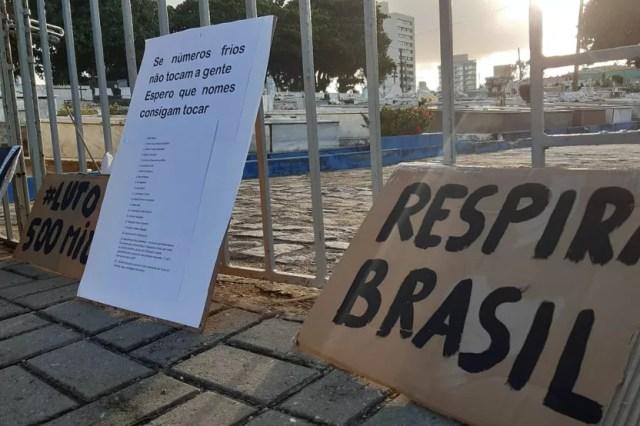 Ato em Natal homenageia mais de 500 mil mortos no Brasil — Foto: Sérgio Henrique Santos/Inter TV Cabugi