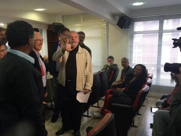 Rui Falcão e Lula em reunião da executiva do PT (Foto: Tahiane Stochero/G1)