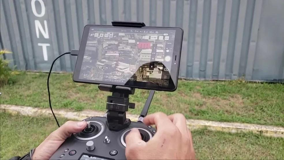 Drone utilizado pela polícia durante operação na Cidade de Deus na manhã desta quarta (26) — Foto: Reprodução / TV Globo