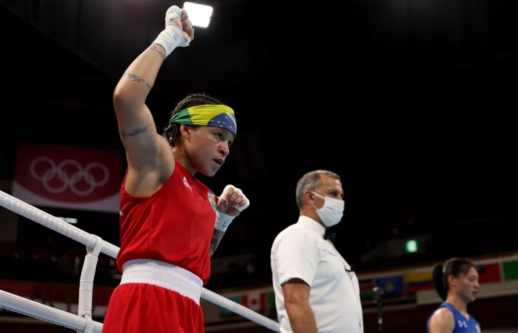 Bia comemora vitória na estreia no boxe — Foto:  Buda Mendes/Getty Images