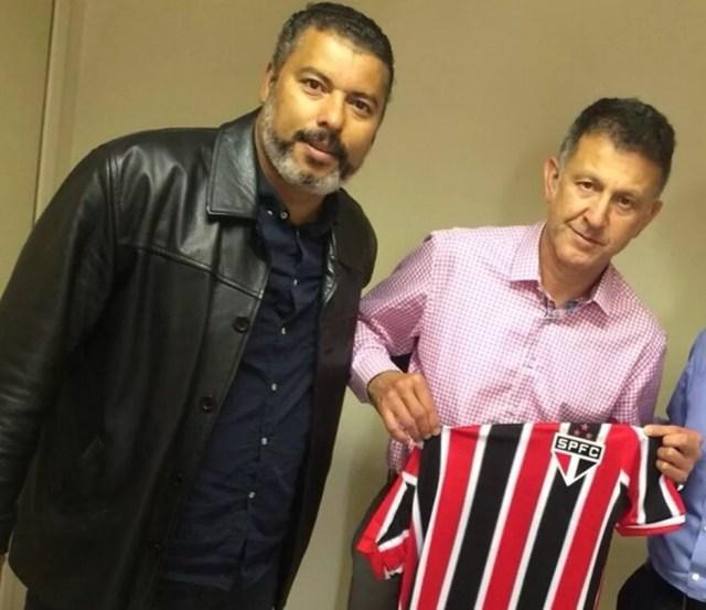 José Carlos dos Santos (à esquerda) em foto com o ex-treinador do São Paulo Osorio (Foto: Divulgação)