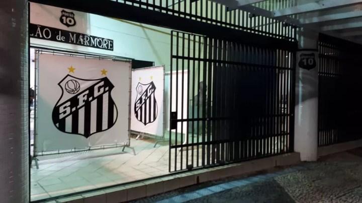Corpo de Coutinho, ex-atacante do Santos e da Seleção, é velado no Salão de Mármore da Vila Belmiro em Santos (SP) — Foto: Glaucia Santiago/G1