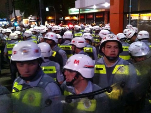 G1 contou ao menos 125 policiais acompanhando ato (Foto: Marcelo Mora/G1)