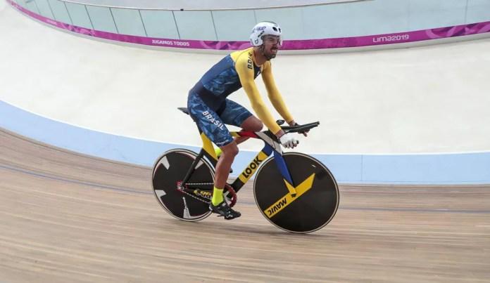 Lauro Chaman tem ótimas chances no ciclismo — Foto: Ale Cabral/CPB