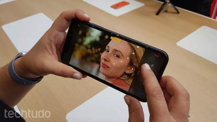 Mesmo sem câmera dupla, iPhone XR tem modo retrato com ajuste de intensidade do efeito desfocado — Foto: Thássius Veloso/TechTudo