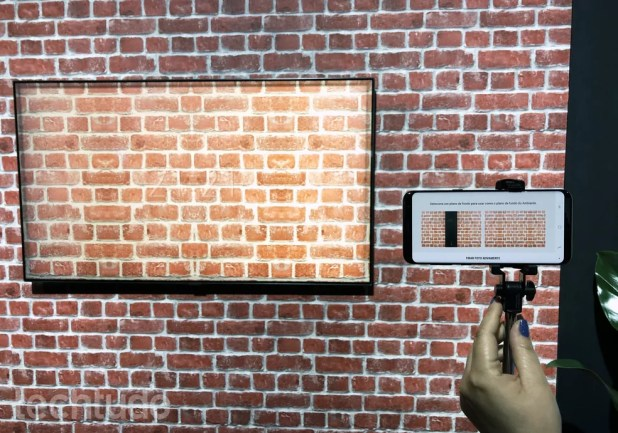 "QLED 2018 da Samsung ""copia"" parede da sua casa (Foto: Anna Kellen Bull/TechTudo)"