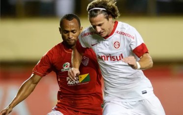 Diego Forlán contra o Rio Branco (Foto: Alexandre Lops / Inter, DVG)