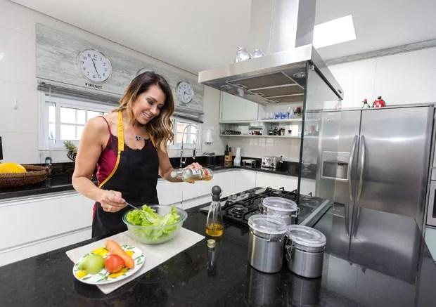 Solange Frazão ama cozinhar (Foto: Eduardo Saraiva/Quem Acontece)
