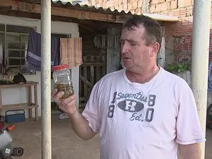 Luciano Andrade já cansou de encontrar bichos peçonhentos (Foto: Reprodução/TV TEM)