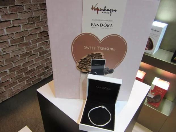 A Kopenhagen investiu de novo este ano no ovo de 1 kg Sweet Treasure que traz o bracele da Pandora - o ovo custa quase R$ 500 (Foto: Marta Cavallini/G1)