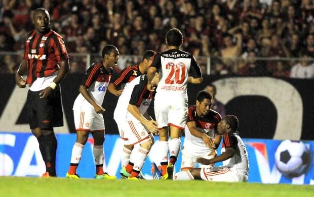 Amaral comemora gol do Flamengo contra o Atlético-PR (Foto: André Durão)