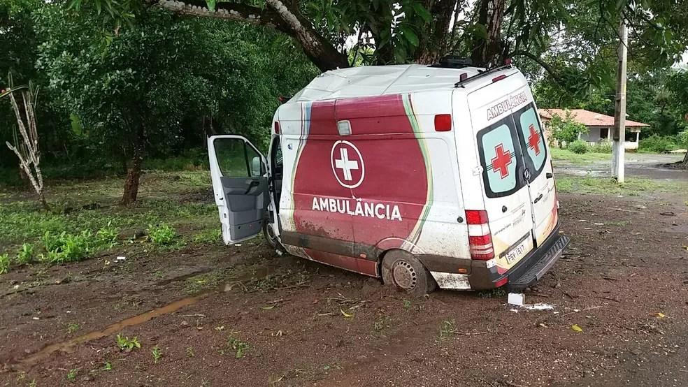 Acidente na região de Itapecuru-Mirim deixou duas pessoas feridas (Foto: Divulgação/PRF)